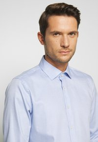 Strellson - SANTOS - Formální košile - light blue - 3