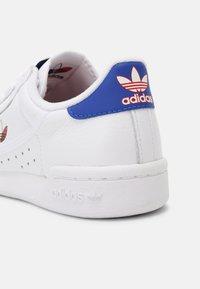 adidas Originals - CONTINENTAL 80 UNISEX - Sneakersy niskie - white/red/core black - 4