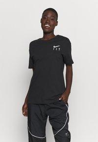 Nike Performance - BOY TEE - Triko spotiskem - black - 0