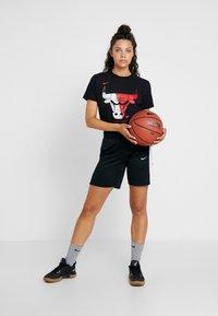 Nike Performance - NIKE DRI-FIT DAMEN-BASKETBALLSHORTS - Sportovní kraťasy - black/white - 1