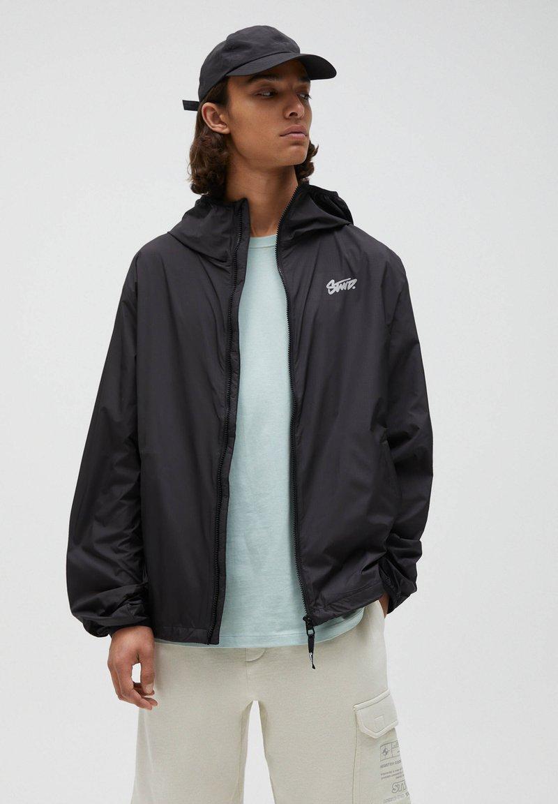 PULL&BEAR - Waterproof jacket - black