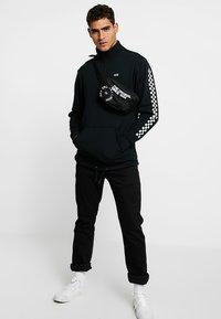 Vans - MN VERSA QZP - Sweatshirt - black - 1