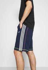 adidas Originals - Shorts - collegiate navy - 3