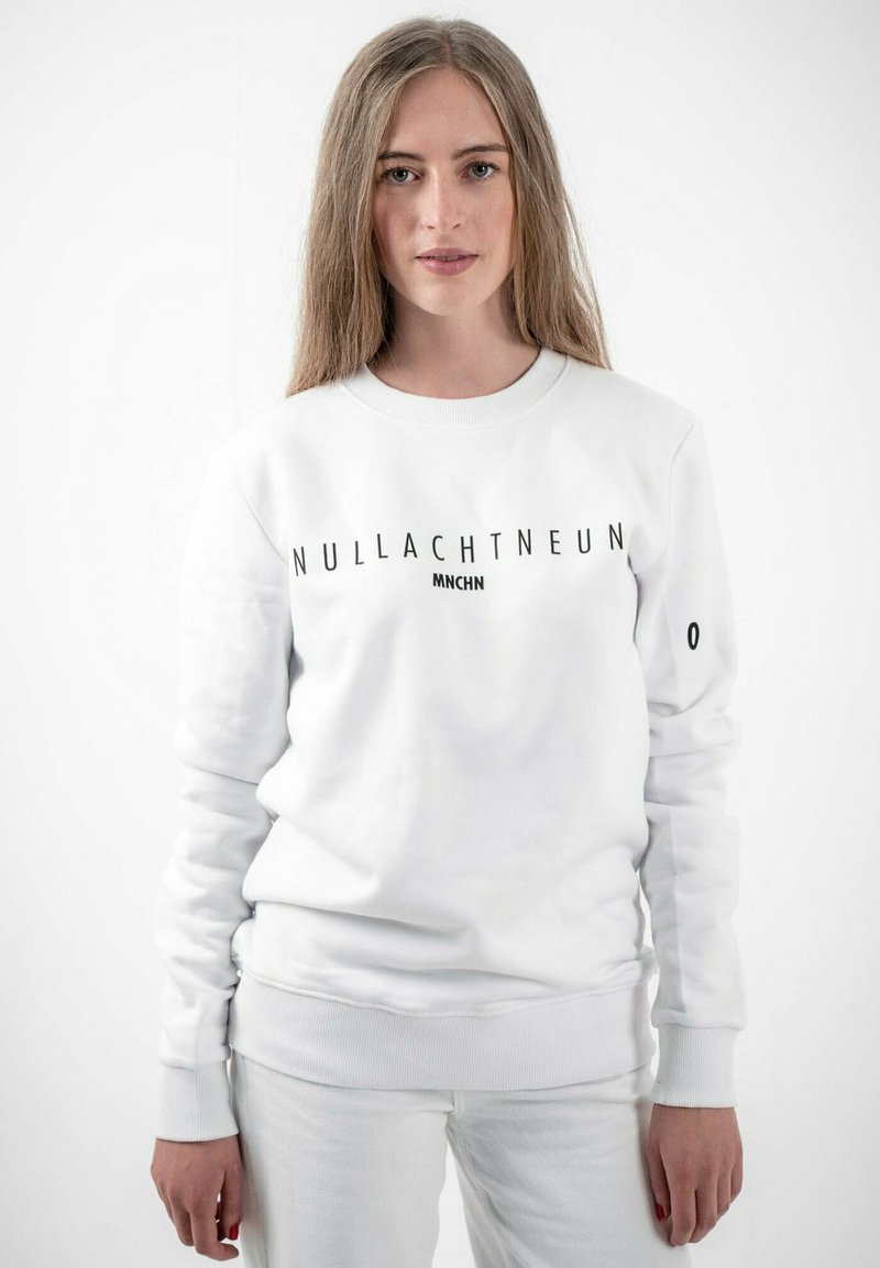 PLUSVIERNEUN - MÜNCHEN - Sweatshirt - white