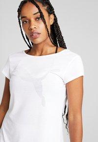 Puma - SOFT SPORTS TEE - T-shirt imprimé - white - 4