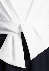 Vera Mont - MIT WEITEM BEIN - Jumpsuit - dark blue/cream - 3