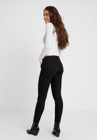 Lee - SCARLETT CROPPED - Jeansy Skinny Fit - black rinse - 2