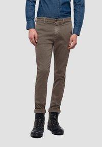 Replay - ZEUMAR HYPERFLEX  - Slim fit jeans - brown - 0