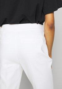 comma - Pantalon classique - white - 3