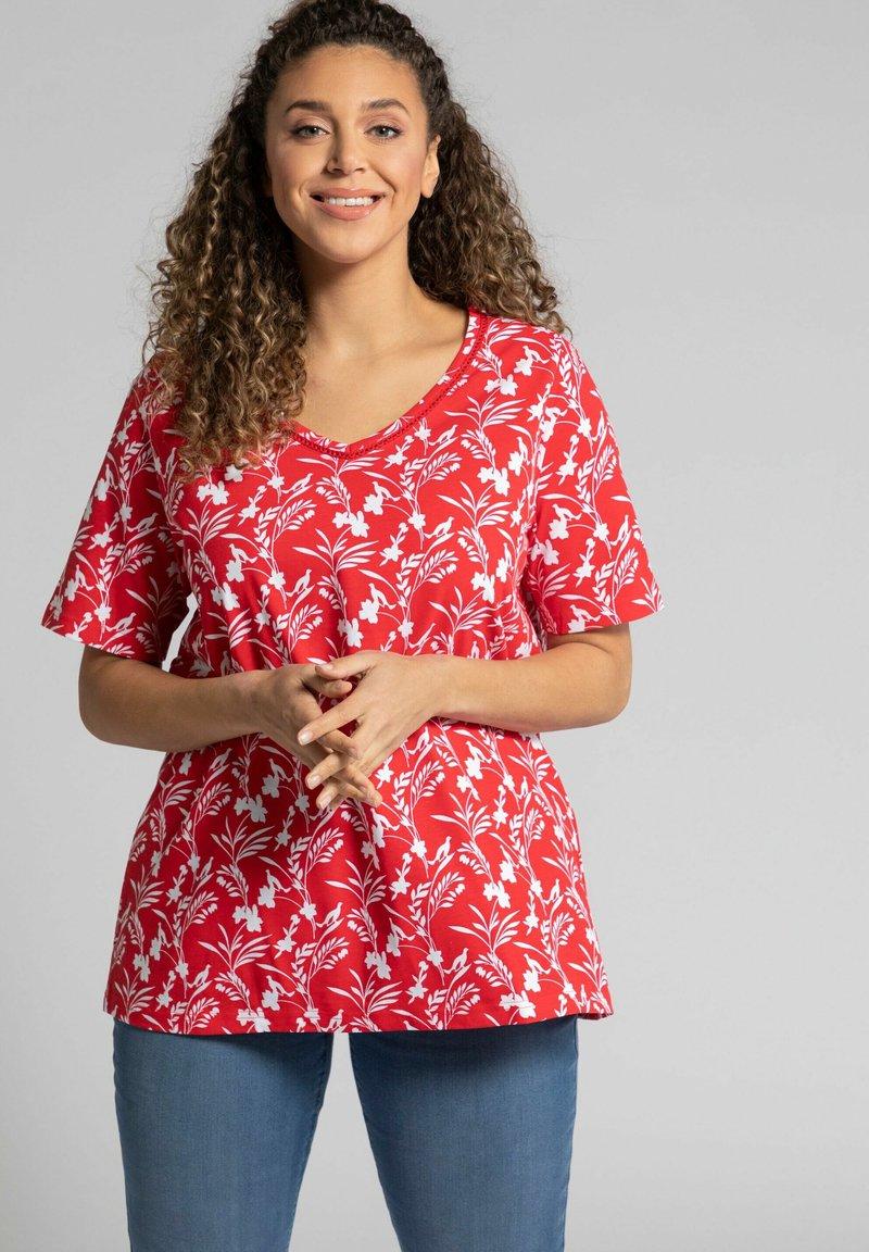 Ulla Popken - Print T-shirt - salsa