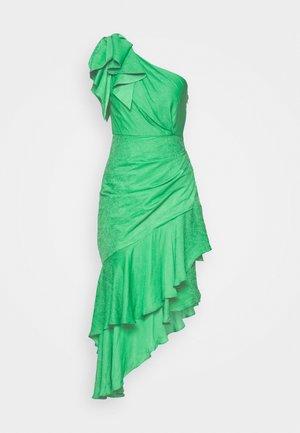 ELODIE RUFFLE MIDI DRESS - Sukienka letnia - parrot green