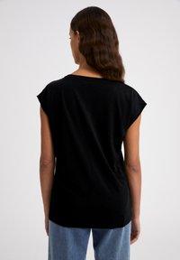 ARMEDANGELS - JILAA - Basic T-shirt - black - 3