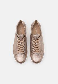 Caprice - Sneakers laag - taupe metallic - 5
