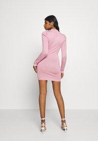 Missguided Petite - PUFF SLEEVE MINI DRESS - Pouzdrové šaty - rose - 2