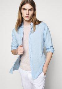 120% Lino - SLIM FIT - Shirt - celeste - 4