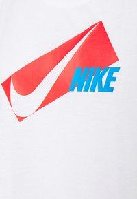 Nike Performance - DRY ELASTIKA - Funktionstrøjer - white/chile red - 6