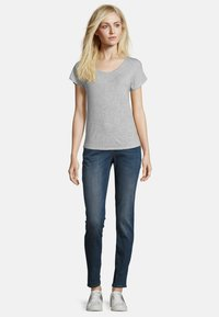 Betty & Co - Basic T-shirt - light silver melange - 1