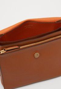 Coccinelle - LOUISE - Handbag - caramel/ginger - 2