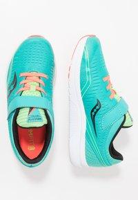 Saucony - KINVARA 11  - Chaussures d'entraînement et de fitness - mutant - 0