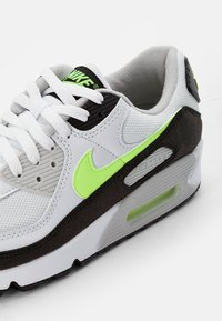 Nike Sportswear - AIR MAX - Sneakersy niskie - white/hot lime-black-neutral grey - 5