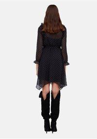 Motivi - CON STAMPA STELLE - Day dress - nero - 2