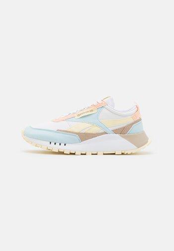CLASSIC LEGACY UNISEX - Trainers - white/glass blue/pale yellow/aurora orange/modern beige