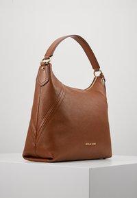 MICHAEL Michael Kors - ARIA PEBBLE  - Handbag - luggage - 3