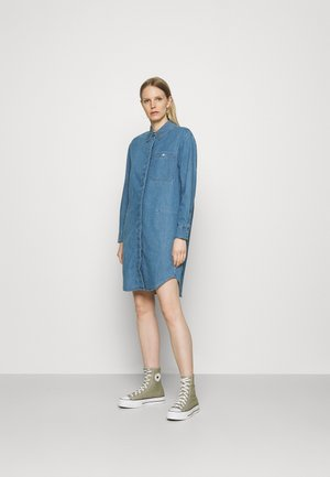DRESS CUFFED SLEEVES - Skjortekjole - blue denim