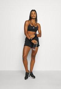 Nike Performance - kurze Sporthose - black/white - 1