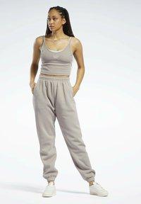 Reebok Classic - CLASSICS COZY - Pantalon de survêtement - grey - 1