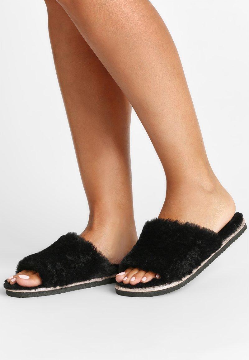 LASCANA - Pantoffels - black