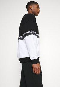 Moschino Underwear - Pyjamasoverdel - black/white - 3