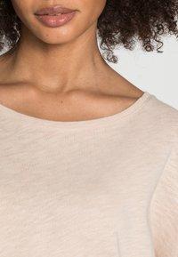 Rich & Royal - ORGANIC HEAVY JERSEY LONGSLEEVE - Long sleeved top - beige - 4