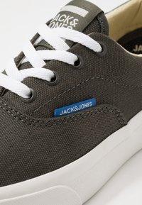 Jack & Jones Junior - JRMORK - Sneakersy niskie - beluga - 2