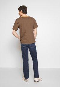 Wrangler - TEXAS - Jeans straight leg - blue denim - 2