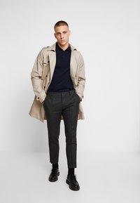 Viggo - ALTA TAPERED - Tygbyxor - charcoal - 1