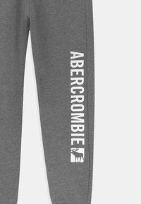 Abercrombie & Fitch - LOGO - Verryttelyhousut - grey - 2