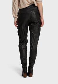 Oakwood - CARGO - Leather trousers - black - 2