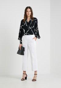 J.CREW - PEYTON PANT IN TRAVELER - Trousers - white - 1