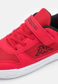 Kappa - UNISEX - Sportovní boty - red/black - 5