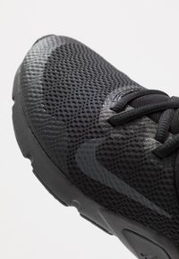Nike Performance - LEGEND ESSENTIAL - Treningssko - black/anthracite - 5