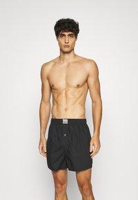 Levi's® - PREMIUM POSITIVE PLAID 2 PACK - Boxer shorts - red - 0