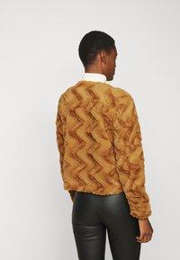 Vero Moda Tall - VMCURL SHORT JACKET - Winter jacket - buckthorn brown - 2