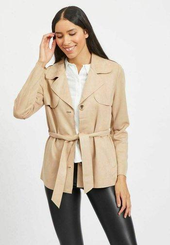 VIJAKY SHORT TRENCH COAT - Lett jakke - beige