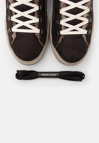 Crime London - Sneakersy wysokie - dark brown - 5