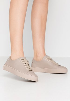 DORIC BOUND DERBY SHOE - Zapatillas - clay