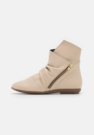 Classic ankle boots - mantequilla