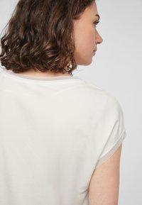 s.Oliver BLACK LABEL - T-shirt print - white placed print - 4