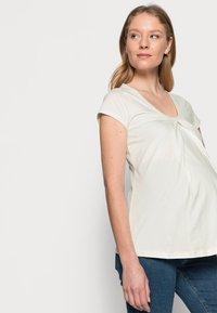 LOVE2WAIT - NURSING - T-shirt z nadrukiem - off white - 3