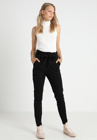 Vero Moda Tall - VMEVA  LOOSE PAPERBAG PANT  - Pantalon classique - black - 2